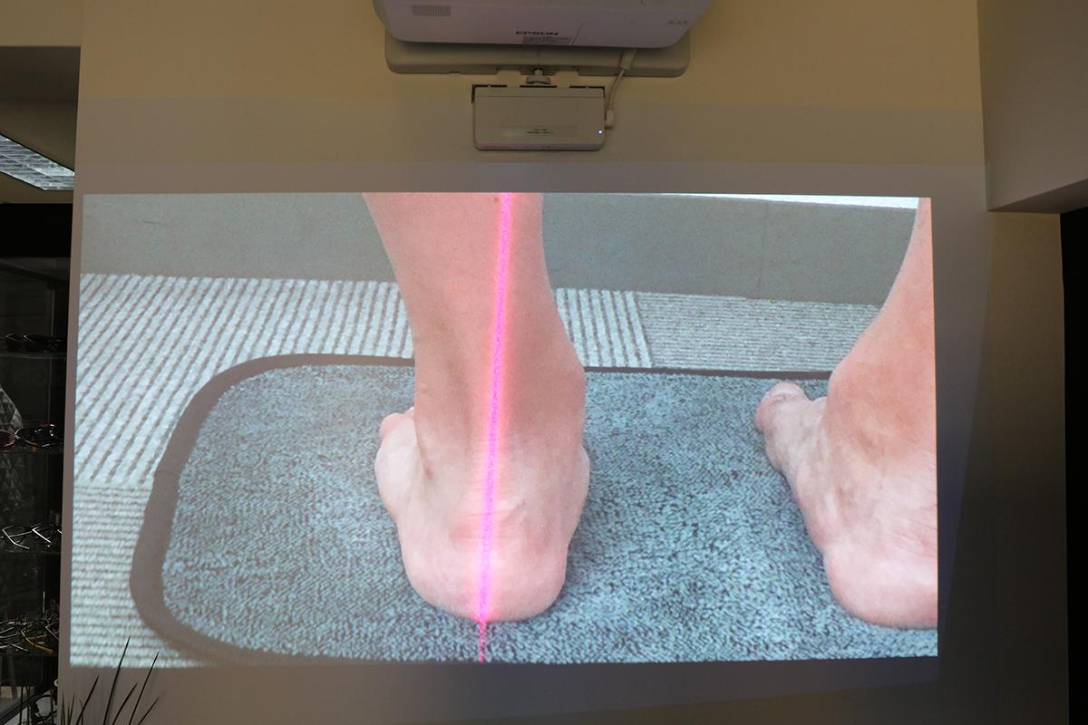 プロジェクターへ足の状態を投影